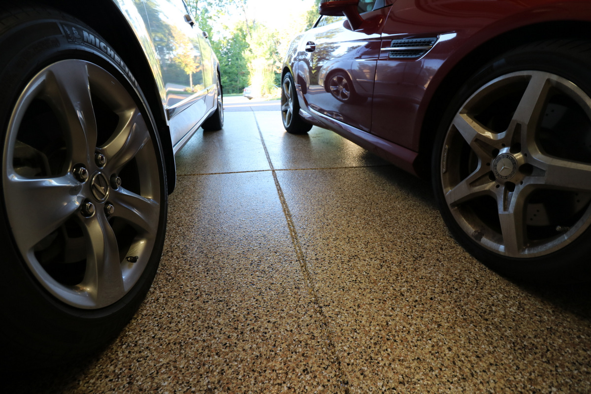 garage-floor-with-easy-to-clean-epoxy